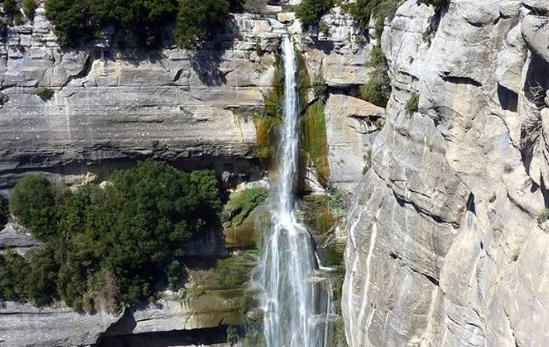6 cascadas cerca de Barcelona – ¡Las MEJORES!