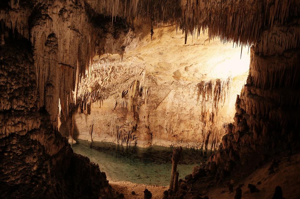 cuevas cataluña